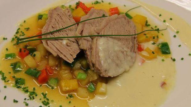 Die bayerisch-österreichische Spezialität wird traditionell in Fleischbrühe g...