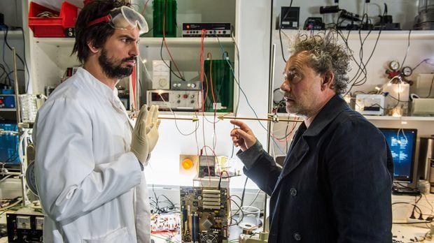 Einstein - Getarnt als neuer Praktikant, entpuppt sich Kommissar Tremmel (Rol...