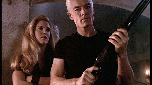Spike (James Marsters, r.) ist wütend und sinnt auf Rache an seiner ärgsten F...