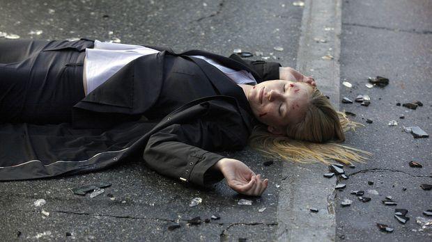 Das Auto von FBI-Agentin Olivia Dunham (Anna Torv) wurde in einen schweren Ve...