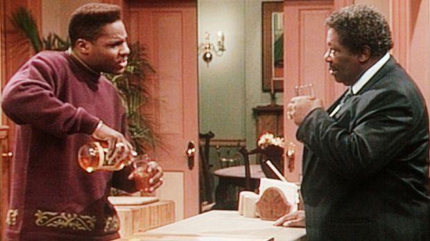 Theo (Malcolm-Jamal Warner, l.) erkundigt sich bei Riley Jackson (B. B. King,...
