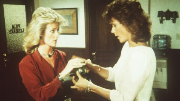 Francine (Martha Smith, l.) und Amanda (Kate Jackson) teilen sich die schwere...