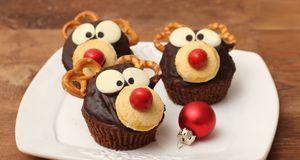 Weihnachtsessen_2015_10_30_Weihnachts-Cupcakes_Bild 1_fotolia_Alina G