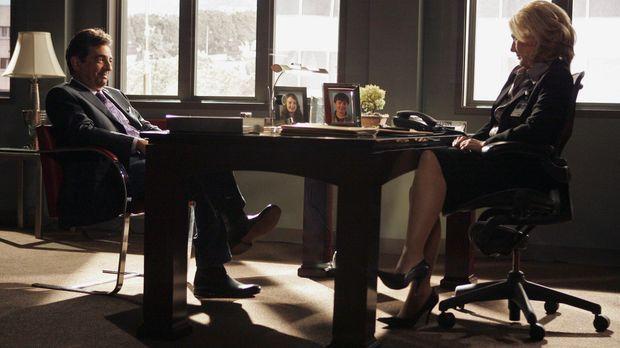 Dave Rossi (Joe Mantegna, l.) ist vor Jahren aus dem FBI ausgeschieden und to...
