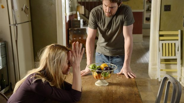 Als wenn ihre Ehekrise nicht schon genug wäre, müssen sich Nora (Kristen Hage...
