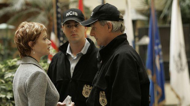 McGee (Sean Murray, M.), Gibbs (Mark Harmon, r.) und Jenny Shepard (Lauren Ho...