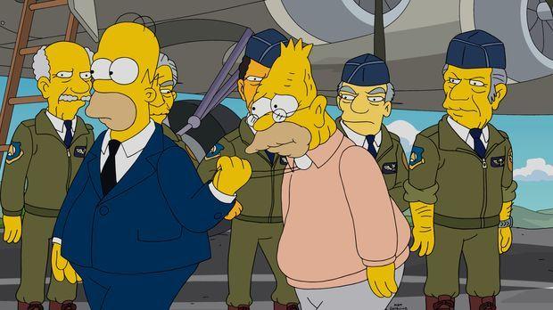 Wo war Grandpa (r.) denn nun? Bei der Navy oder in der Army? Homer (l.) will...