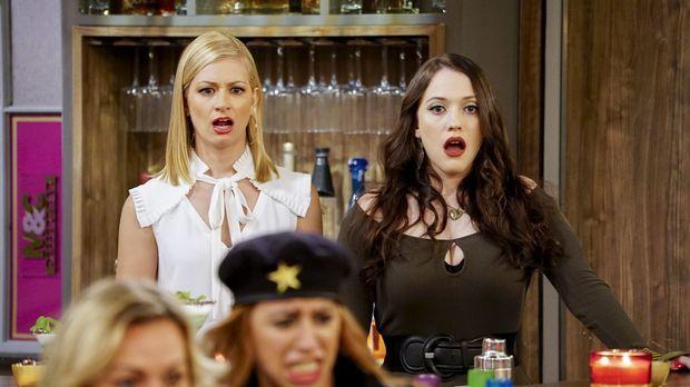 Caroline (Beth Behrs, l.) und Max (Kat Dennings, r.) müssen sich mit unliebsa...