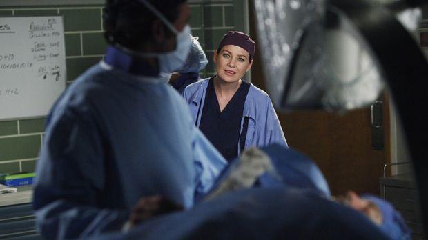 Ein harter Arbeitstag wartet auf Meredith (Ellen Pompeo, r.) und Derek (Patri...