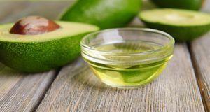 Ein Dreamteam: Avocado und Jojobaöl. Zusammen mit etwas Weizenkeimöl hilft di...