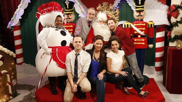 Ein ganz untypisches besinnliches Weihnachtsfest mit (v.l.n.r.) Edna (Tonita...
