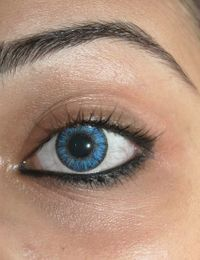 kontaktlinse-auge-blau