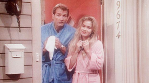 Um sich vor dem Besuch bei Peggys Mutter zu drücken, geben Al (Ed O'Neill, l....
