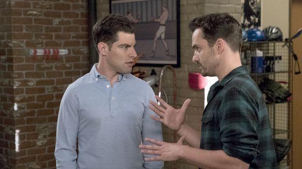 Schmidt (Max Greenfield, l.) regt Nick (Jake Johnson, r.) an, über seine Zuku...