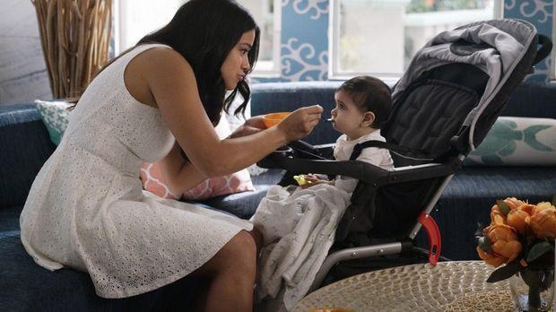 Jane (Gina Rodriguez) und Rafael machen sich auf die Suche nach einem Babysit...