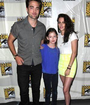 Robert Pattinson, Mackenzie Foy und Kristen Stewart