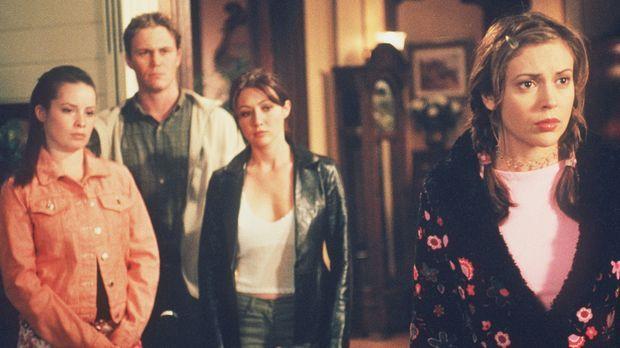 Zu ihrem Entsetzen muss Phoebe (Alyssa Milano, r.) entdecken, dass Cole Mitgl...