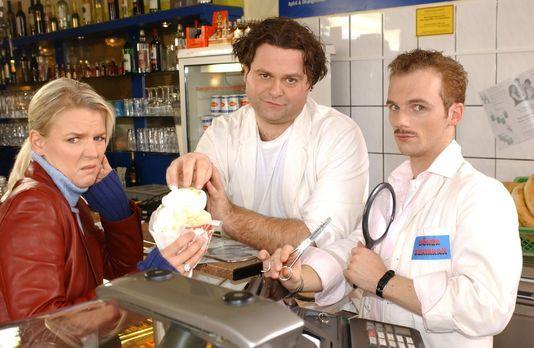 Die dreisten Drei - Die Comedy WG - Mirja (Mirja Boes, l.) ist von dem Döner,...