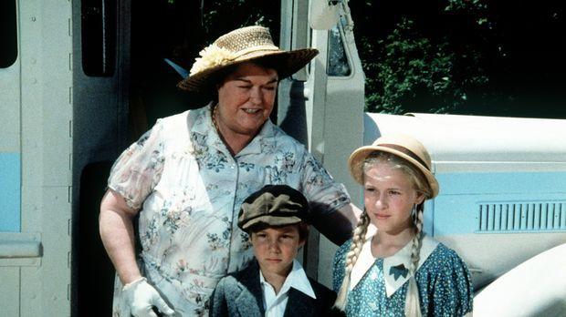 Rose (Peggy Rea, l.) stellt ihre beiden Enkelkinder Jeffrey (Keith Mitchell,...
