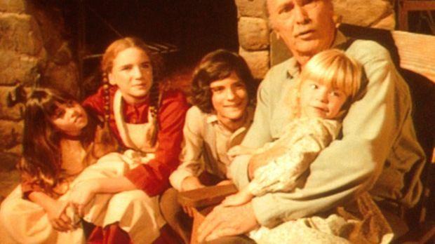 Großvater (Barry Sullivan, r.) unterhält Carry (Lindsay Sidney Greenbush, l.)...