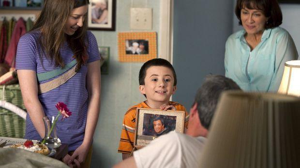Wenn der Vatertag ansteht, setzt Frankie (Patricia Heaton, r.) alle Hebel in...