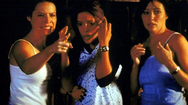 Piper (Holly Marie Combs, l.), Phoebe (Alyssa Milano, M.) und Prue (Shannen D...