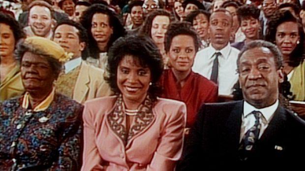 Als Gramtee (Minnie Gentry, l.) zu Besuch ist, sitzen Cliff (Bill Cosby, r.)...