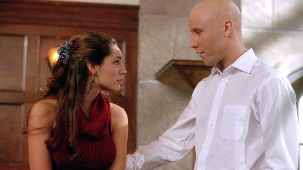 Kann Lex (Michael Rosenbaum, r.) Victoria (Kelly Brook, l.) vor dem mysteriös...