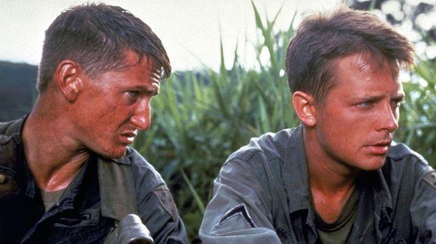 Der unerfahrene Soldat Erikson (Michael J. Fox, r.) muss sich den Befehlen de...