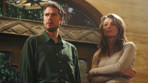 Wesley (Alexis Denisof, l.) und Lilah (Stephanie Romanov, r.) verfolgen eine...