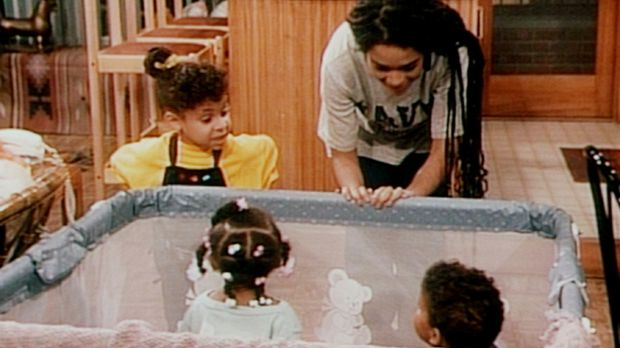Olivia (Raven Symone, l.) macht Denise (Lisa Bonet, r.) Vorschläge, wie man d...