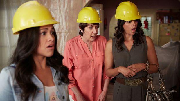 Stehen vor einem großen Problem: Jane (Gina Rodriguez, l.), Alba (Ivonne Coll...