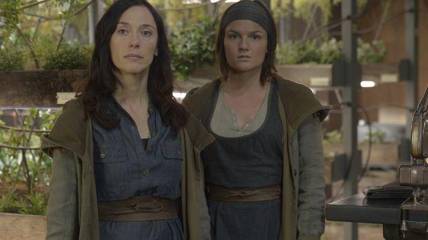 Stehen Schwester Anne (Severn Thompson, l.) und Schwester Olivia (Sarah Booth...