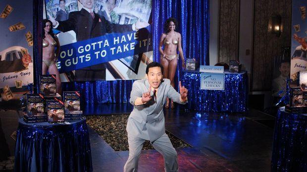 Der Selbsthilfeguru Mr. Vong (Eddie Shin) verkauft reihenweise DVDs, doch in...