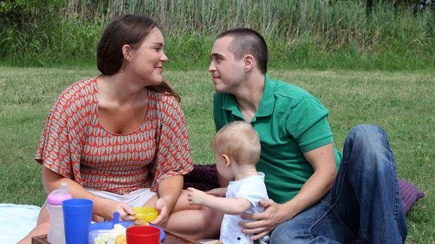 Noch sind Rose Goggins (l.), Robert Beersdorf (r.) und ihr kleiner Sohn eine...