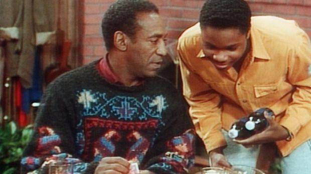 Cliff (Bill Cosby, l.) hat jetzt keine Zeit für Theo (Malcolm-Jamal Warner, r...
