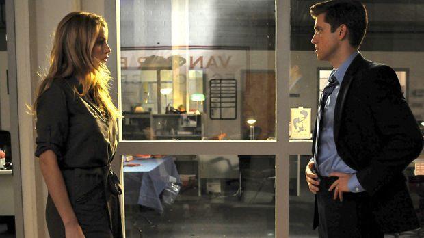 Serena (Blake Lively, l.) will kündigen, weil sie dem verheiratetem Tripp (Aa...
