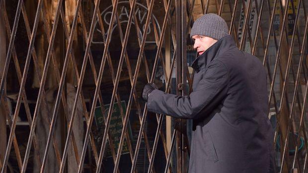 Eph (Corey Stoll) will seine Ex-Frau und ihren Sohn vor den Infizierten warne...