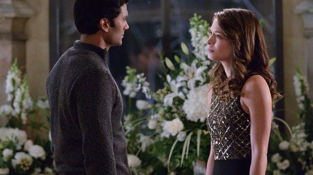 Cat (Kristin Kreuk, r.) macht sich Sorgen, ob ihre Freund Gabe (Sendhil Ramam...