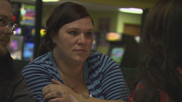 Amanda beschließt gemeinsam mit ihrem Freund, ihr Baby an ein schwules Pärche...