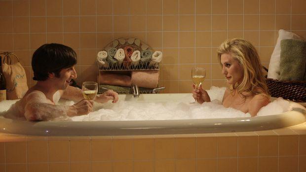 Howard hat ein Date mit Bernadette. Während sie auf eine Entscheidung wartet,...