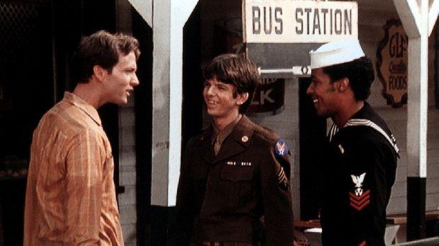 John Boy (Robert Wightman, l.) begrüßt seinen Bruder Jim Bob (David W. Harper...