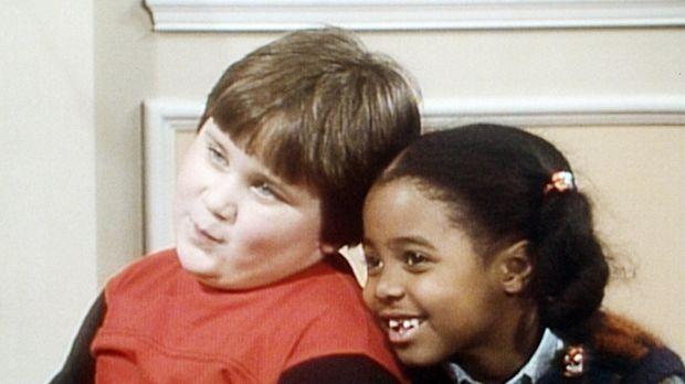 Rudy (Keshia Knight Pulliam, r.) spricht ihrem Freund Peter (Peter Costa, r.)...