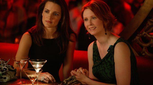 Während eines gemeinsamen Abendessens klärt Berger Miranda (Cynthia Nixon, r....