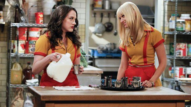 An ihren Erfolg mit dem Cupcake-Geschäft glaubt Max (Kat Dennings, l.) nicht...