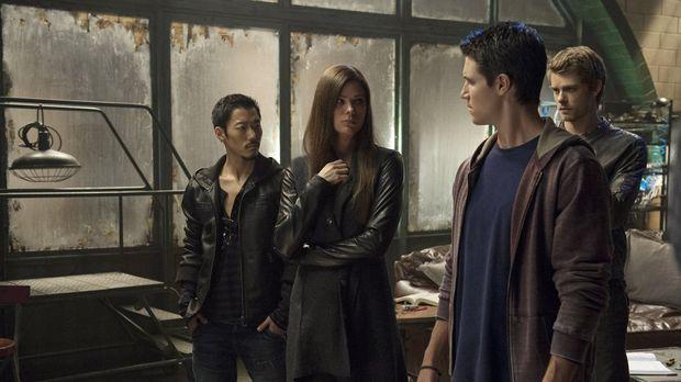 Lassen es Russell (Aaron Yoo, l.), Cara (Peyton List, 2.v.l.), Stephen (Robbi...