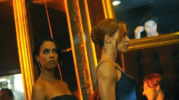 Ein It-Girl wird vermisst. Carrie (Poppy Montgomery, r.) und Nina (Daya Vaidy...