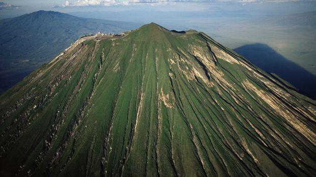 Der Vulkan Ol Doino Lengai in Tansania wird von den Einheimischen