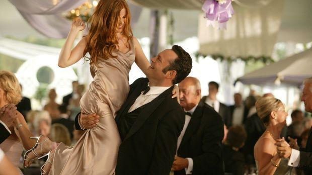 Kaum auf DER Hochzeit des Jahres angekommen, da nehmen die beiden Hallodris J...