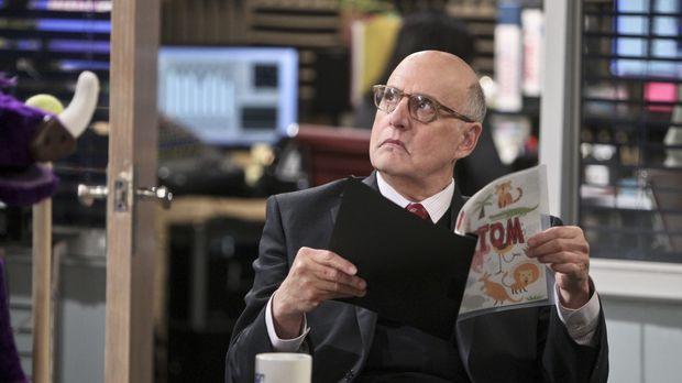 Mr. Dolan (Jeffrey Tambor) braucht eine Fernsehsendung, um frühmorgens mit se...